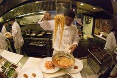 Cuisiniers au travail Image stock