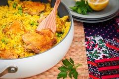 Cuisse de poulet et riz Biryani avec les pois Photo libre de droits