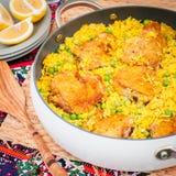 Cuisse de poulet et riz Biryani avec les pois Image stock