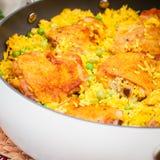 Cuisse de poulet et riz Biryani avec les pois Photo stock