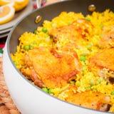 Cuisse de poulet et riz Biryani avec les pois Photographie stock