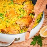 Cuisse de poulet et riz Biryani avec les pois Photos stock