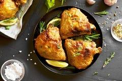 Cuisses grillées de poulet photos libres de droits