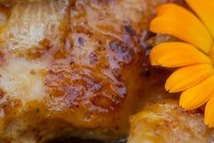 Cuisses grillées de poulet Viande frite savoureuse photo stock