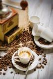 Cuisson à la vapeur de la cuvette de café Photos libres de droits