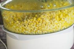 Cuisson à la vapeur de la graine de maïs Photographie stock