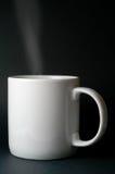 Cuisson à la vapeur de la tasse blanche Image stock
