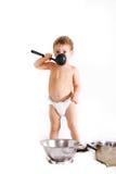 cuisson au-dessus du blanc d'enfant en bas âge photographie stock
