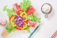 Cuisson avec aux légumes frais et à la viande photographie stock libre de droits