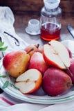 Cuisson avec Bartlett Pears rouge Photographie stock libre de droits