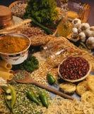 Cuisson d'Italien - pâtes, haricots et impulsions Photo stock