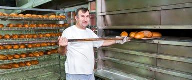 Cuisson d'un pain Photographie stock libre de droits