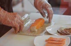 Cuisson dans le restaurant d'aliments de préparation rapide photo libre de droits