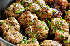 Cuisson de boulettes de viande Images stock