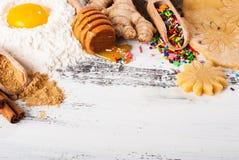 Cuisson de fond Ingrédients pour des biscuits de gingembre image libre de droits