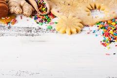 Cuisson de fond Ingrédients pour des biscuits de gingembre photographie stock libre de droits