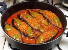 Cuisson de l'aubergine bourrée photos stock