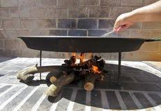 Cuisson de la Paella, plat typique de gastronomie espagnole Image stock