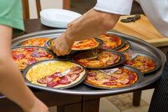 Cuisson de la pizza Image libre de droits