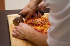 Cuisson de la pizza Photos stock