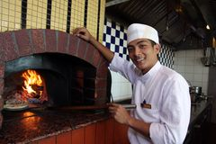 cuisson de la pizza photo stock