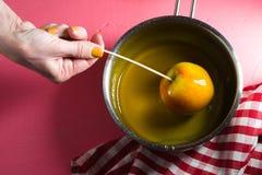Cuisson de la pomme de caramel pour l'espace libre de Thanksgiving Photo stock