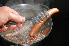 Cuisson de la saucisse Photos stock
