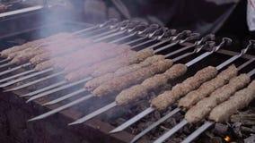 Cuisson de la viande au gril de barbecue clips vidéos