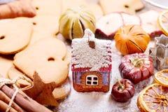 Cuisson de Noël : ingrédients de maison et de cuisson de pain d'épice Photos stock