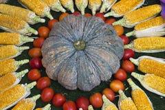 Cuisson de table de lookingon d'ingrédient de nourriture bonne Images stock