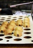 Cuisson des biscuits de fortune photos libres de droits
