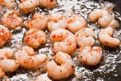 Cuisson des crevettes Photos stock