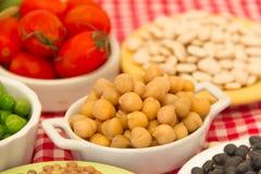 Cuisson des ingrédients avec les légumineuses fraîches et sèches Photos stock