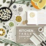 Cuisson des matériaux sur la table de cuisine dans la conception plate Photo libre de droits