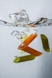 Cuisson des pâtes en eau bouillante Photographie stock libre de droits
