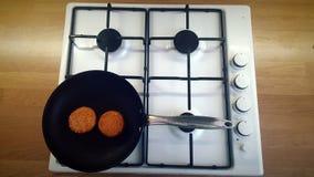 cuisson du matériel faisant frire le blanc d'isolement de carter Image libre de droits