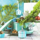 Cuisson du pot avec les branches et les ornements impeccables de Noël photo libre de droits