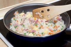 Cuisson du riz frit Photographie stock libre de droits