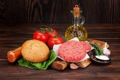 Cuisson faite à la maison grillée savoureuse d'hamburgers Images stock