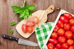 Cuisson fraîche de tomates de jardin Photo stock