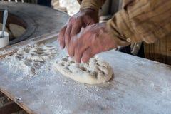 Cuisson georgean de pain de tradition photos libres de droits