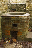 Cuivre – chauffe-eau de vintage, abandonné. Images libres de droits