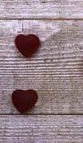 Cukierków serca na szarym drewnianym tle zdjęcia royalty free