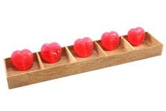 Cukierków serca w drewna pudełku Zdjęcia Royalty Free