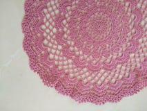 Cukierki chrochet różowy doily zdjęcia stock