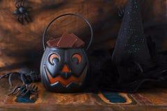 Cukierki czekolada dla Halloween, czarownica kapelusz, pająk, sieć Obrazy Stock