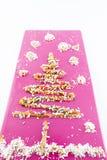 Cukierki dekorujący drzewo obraz royalty free