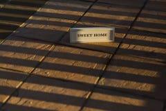 Cukierki domu znak na cieni lampasach Abstrakcjonistyczny pojęcie Fotografia Royalty Free