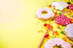 Cukierki i cukierek kreatywnie rozk?adali fotografia stock
