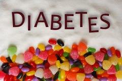 Cukierki i czekolada z cukrzyca tekstem na cukrowym tle Zdjęcie Royalty Free